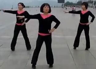 紫玫瑰廣場舞讓我飛隊型表演視頻舞曲下載