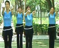 高安广场舞母亲的招手 热门广场舞视频舞曲下载