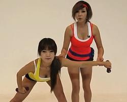 哑铃平举?#33529;?韩国郑多燕减肥健身操 35个身体训练动作