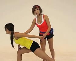 哑铃箭步蹲?#33529;?韩国郑多燕减肥健身操 35个身体训练动作
