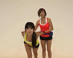 啞鈴箭步蹲上舉 韓國鄭多燕減肥健身操 35個身體訓練動作