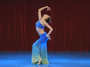 傣族舞湖边的孔雀 民族舞蹈 北京舞蹈学院单宇表演