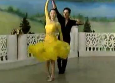 杨艺许玮娜教你跳慢三 第八讲新疆舞步单手转 华尔兹舞的通俗跳法