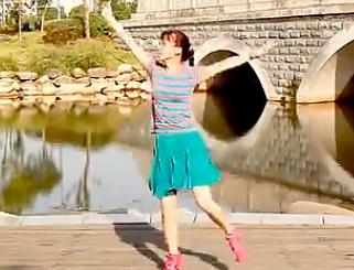 青山青廣場舞跟我一起跳正面背面含分解教學 超月組合《跟我一起跳》歌詞MP3下載