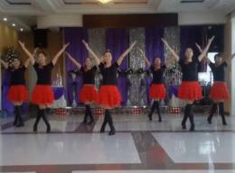 塔河蓉兒廣場舞小葡萄正面背面舞蹈視頻 集體版 正月十五《小葡萄》歌詞MP3下載