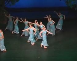女子傣族群舞《彩云之南》 简单易学民族舞表演