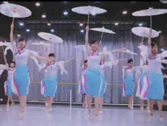 古典舞《小城雨巷》 单色舞蹈 中国舞学员演示 唯美的中国舞 伞舞