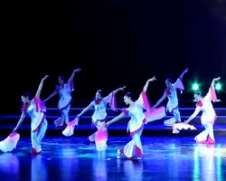 广场舞山水?#32972;?九江百姓健康舞向霞健身舞团 广场舞舞台表演