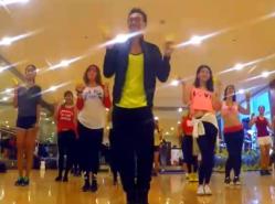 王廣成廣場舞大叔不賣我香蕉 時尚動感的現代舞 演唱龍貓組合