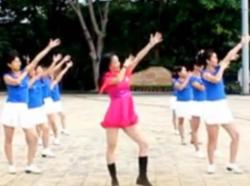 凤凰香香广场舞最美姑娘正背面含教学 咪依鲁江《最美姑娘》歌词MP3