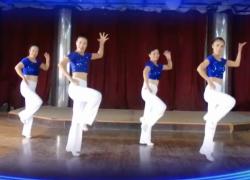 天姿广场舞马上有人爱正面背面舞蹈视频 热情大方的中老年广场舞