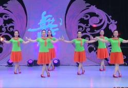 北京加州飞龙广场舞等你团队演示 大庆小芳《等你》歌词MP3下载