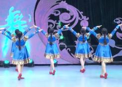 心向藍天張春麗廣場舞背面舞蹈視頻 深情大方的中老年廣場舞