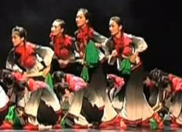 女子民族群舞映山红 民族民间舞 北京科技大学天津学院表演