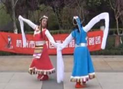 西湖莉莉广场舞心中的高原正面背面演示 降央卓玛《心中的高原》歌词歌曲下载