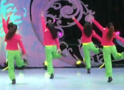 玩点新鲜的广场舞背面演示 北京加州飞龙广场舞玩点新鲜的