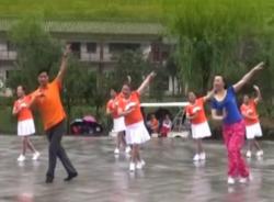 心中的次仁拉姆广场舞团队舞蹈视频 幸福天天广场舞合跳演示
