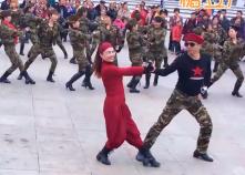 曾峰贵州娄山水兵舞情哥哥团体演示教学
