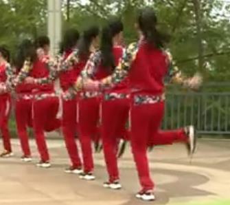 杨丽萍广场舞《兔子舞》原创圈圈舞3种跳法集体舞
