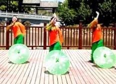 王梅广场舞?#38431;?#32440;伞》教学视频
