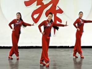 王梅广场舞 中国脊梁 泉水叮咚