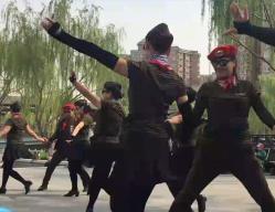 北京冬冬水兵舞第六套马背上的情歌团队表演版 李冬团长原创水兵舞第六套一拖二