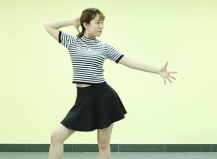 健康舞蹈《真的不容易》下