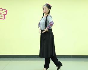 孔雪 維族舞  《三步一抬舞姿訓練》